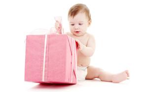 Что подарить ребенку на 1 год.