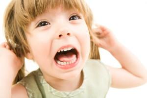 Ребенок в 3-4 года постоянно плачет и капризничает..Что делать?